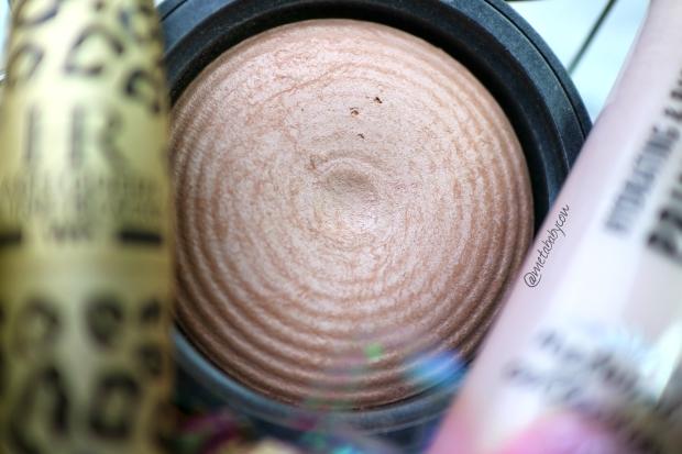 revolution-beauty-powder